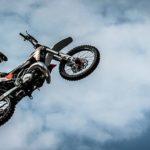 バイク(バンバン200)のサビの修理とエアフィルターの交換!